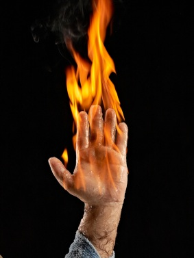 PS_GM_hand on fire_0015
